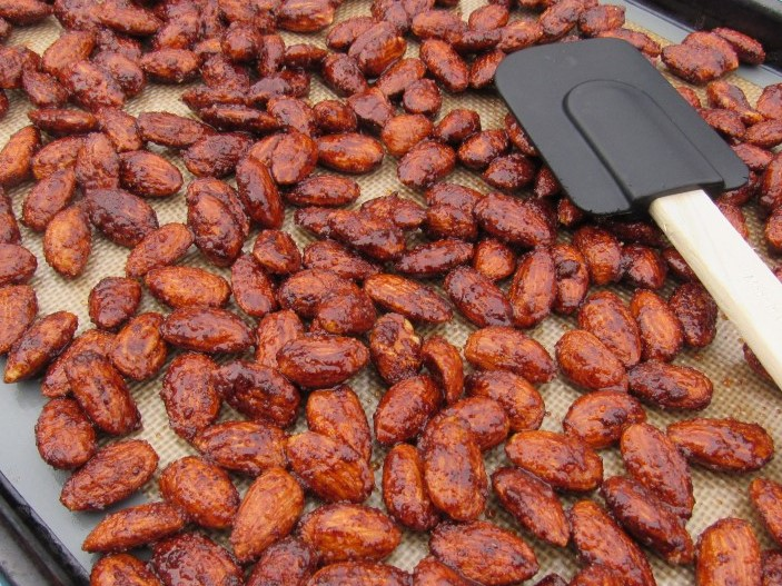 sweet-and-spicy-roasted-almonds-recipe